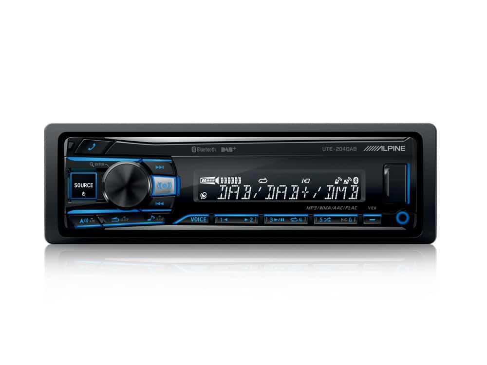 UTE-204DAB_Autoradio-with-DAB-USB-Playback-and-Bluetooth