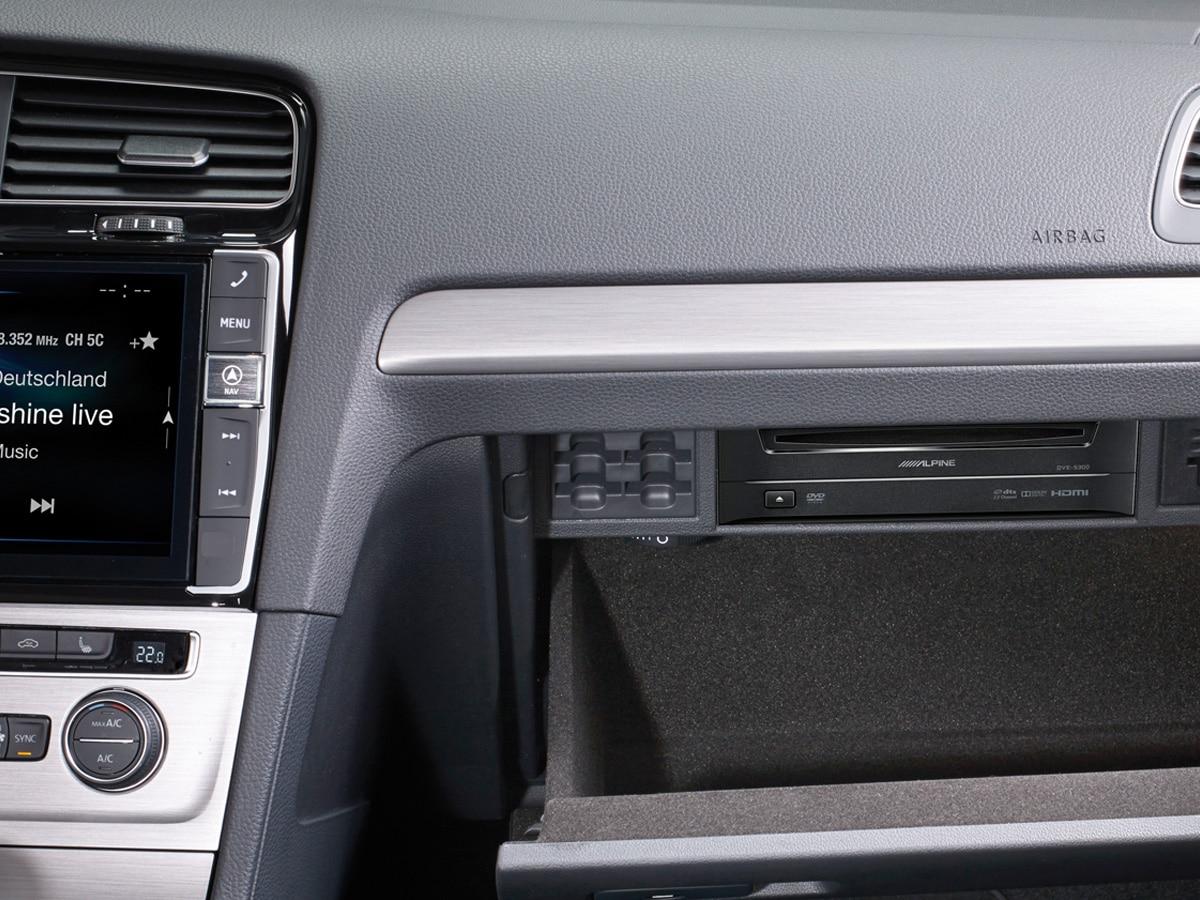 DVD-Player-DVE-5300G-for-Volkswagen-Golf7-installed-VW-glove-box-1200×900