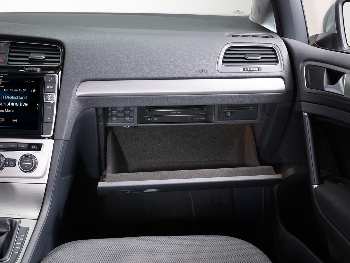 DVD-Player-DVE-5300G-for-Volkswagen-Golf7-installed-glove-box-1200×900